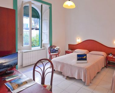 Hotel Vittoria Ischia Porto centrale 3 stelle vicino al mare
